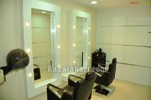 Naturals family salon spa inauguration by nishanti evani for 16 image the family salon