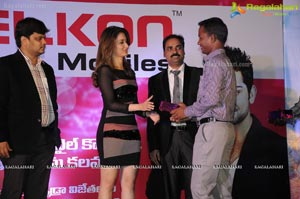 Tamanna Presents Prizes for Celkon Lucky Draw Winners