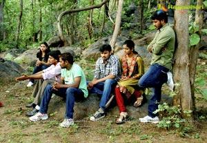 Yeswanth, Sasha, Karan, Harikrishna, Satyam Rajesh, Gundu Sudarshan