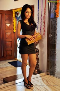 Glitters Entertainment Kameena Movie Stills