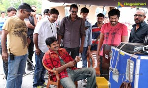 Cameraman Gangatho Rambabu On The Sets