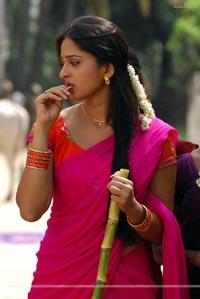 Anushka Photo Gallery/Wallpapers from Baladoor