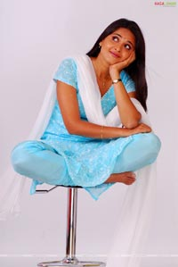 Anushka Photo Gallery/Wallpapers from Baladoor