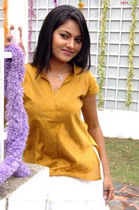 Suhasini Photo Gallery/Wallpapers