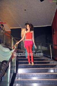 Fashion Express at Bottles & Chimney Pub