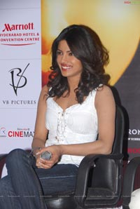 Priyanka Chopra and Vishal Bharadwaj Press Meet On 7Khoon Maaf at Cinemax