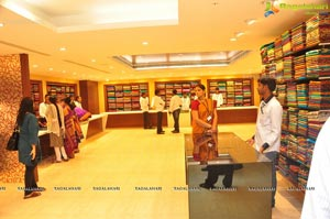 Samantha Launches Woman's World at Kukatpally