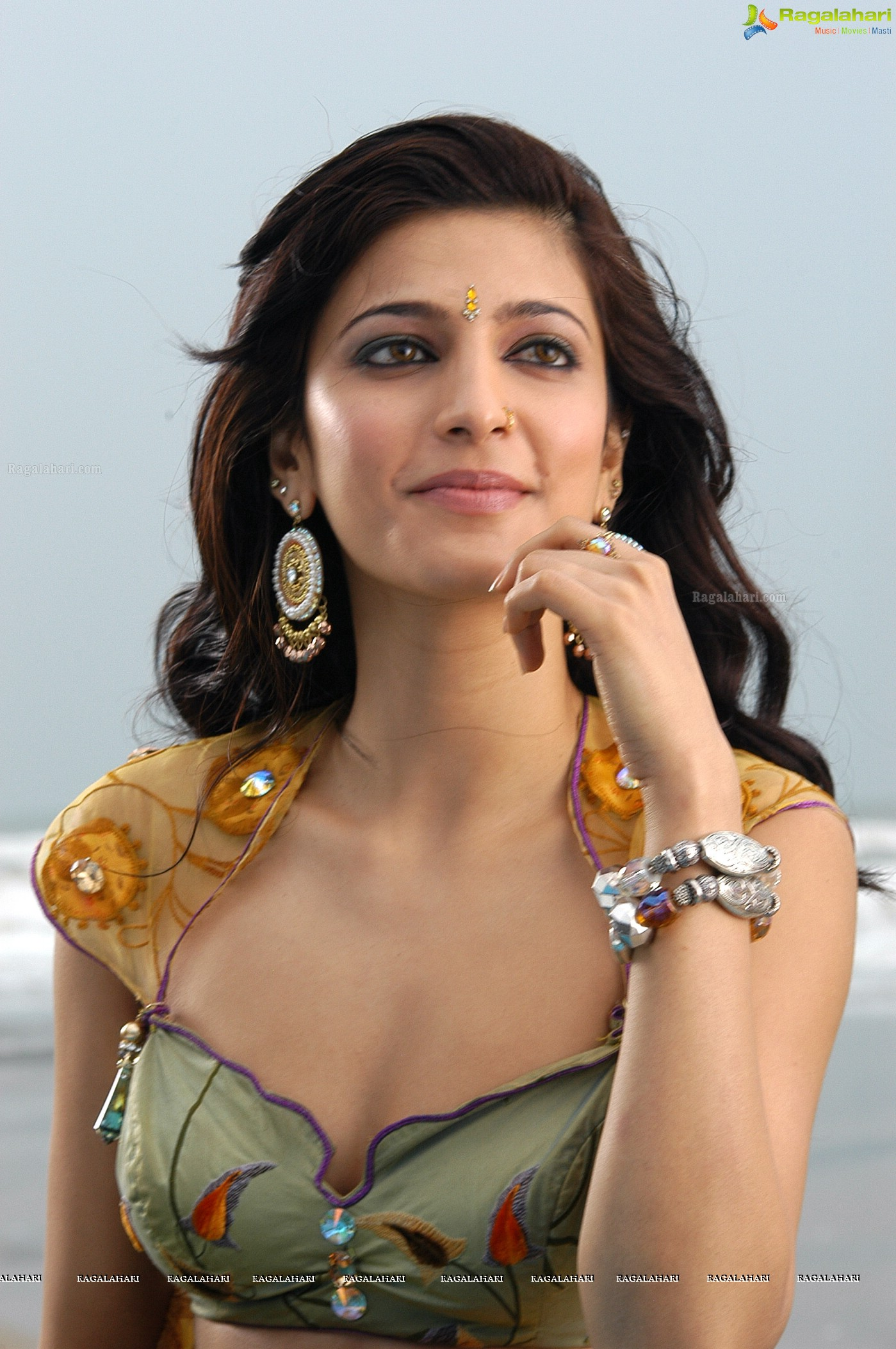 Communication on this topic: Melissa Kounnas, shruthi-haasan/