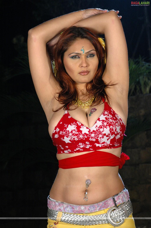 Anusha sharma hot sexy booty - 1 2