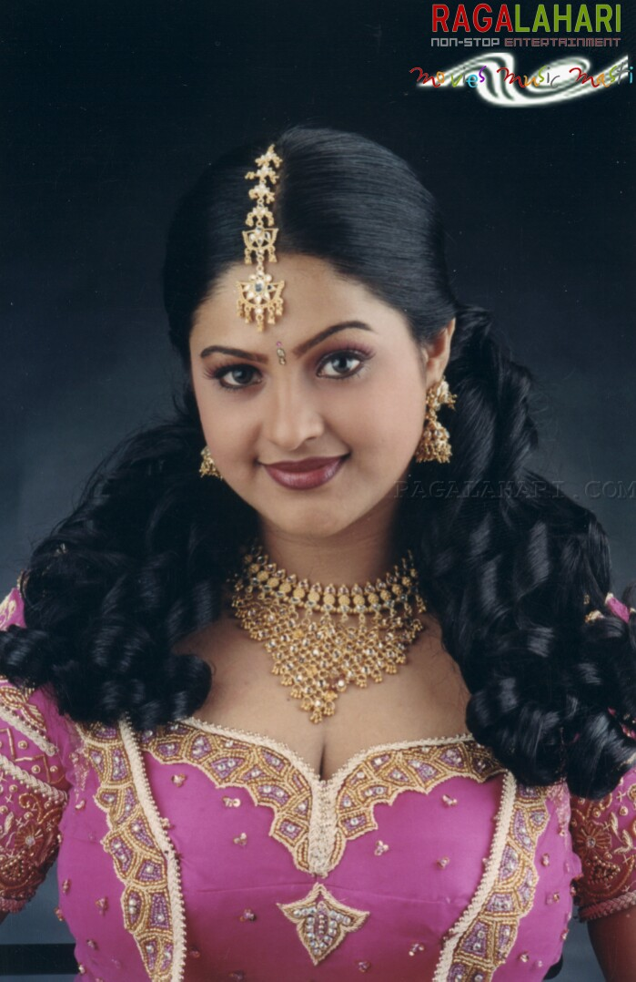Raasi Gallery - Telugu Cinema, Tollywood: www.raagalahari.com/actress/1553/raasi.aspx