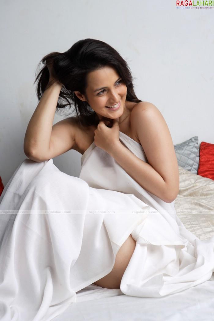 urvashi dholakia hot and nude pics