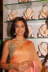 Kriti Kharbanda launches Kuber Shopping Mall Hyderabad