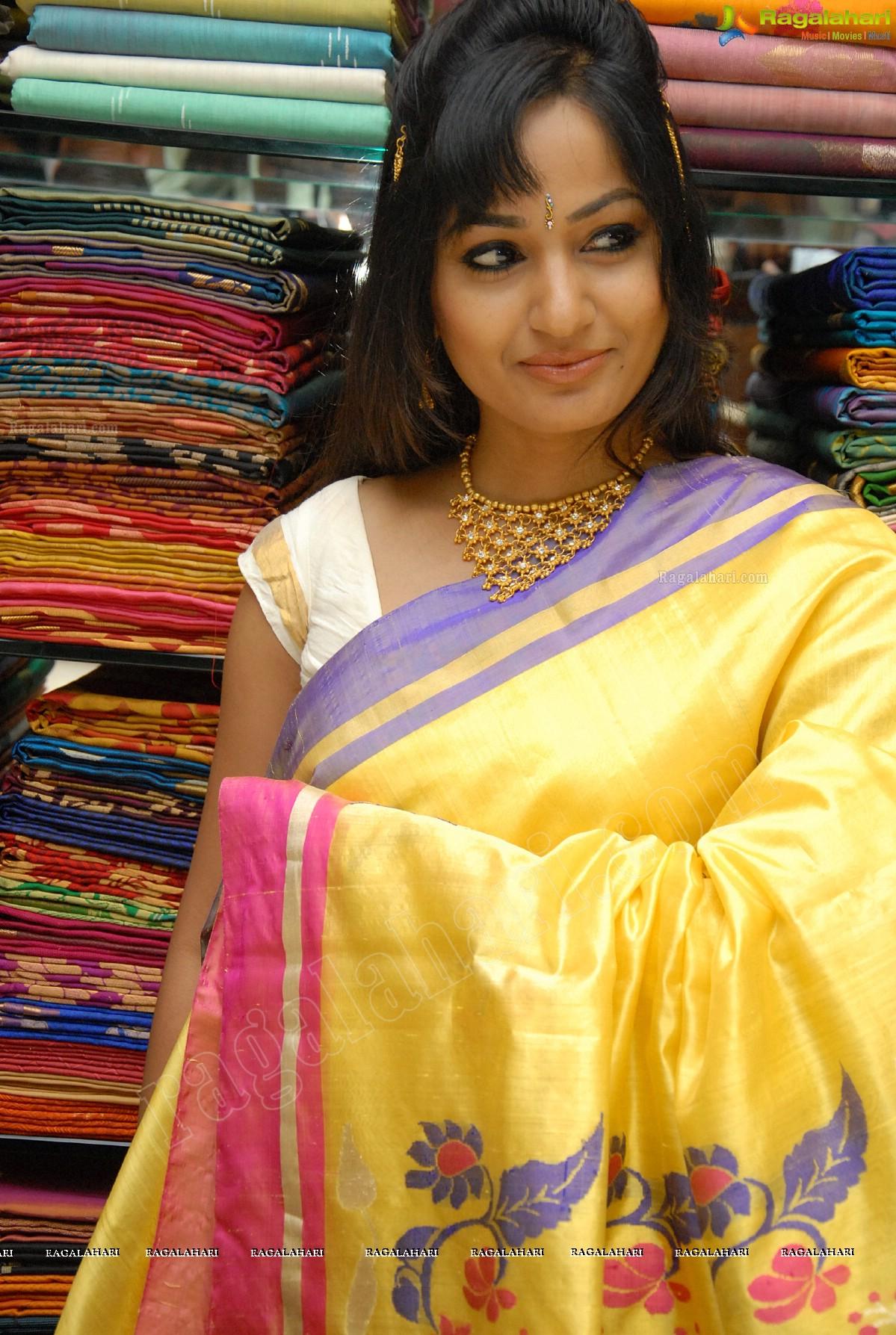 Madhavi latha at sreeja fashions first anniversary - Miton cucine forum ...