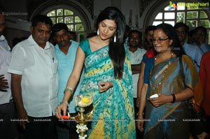 Shraddha Das launches Weaves Lifestyle Exhibition