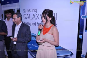 Shruti Haasan launches The Best Selling Smartphone of 2012 Samsung Galaxy SIII in Hyderabad