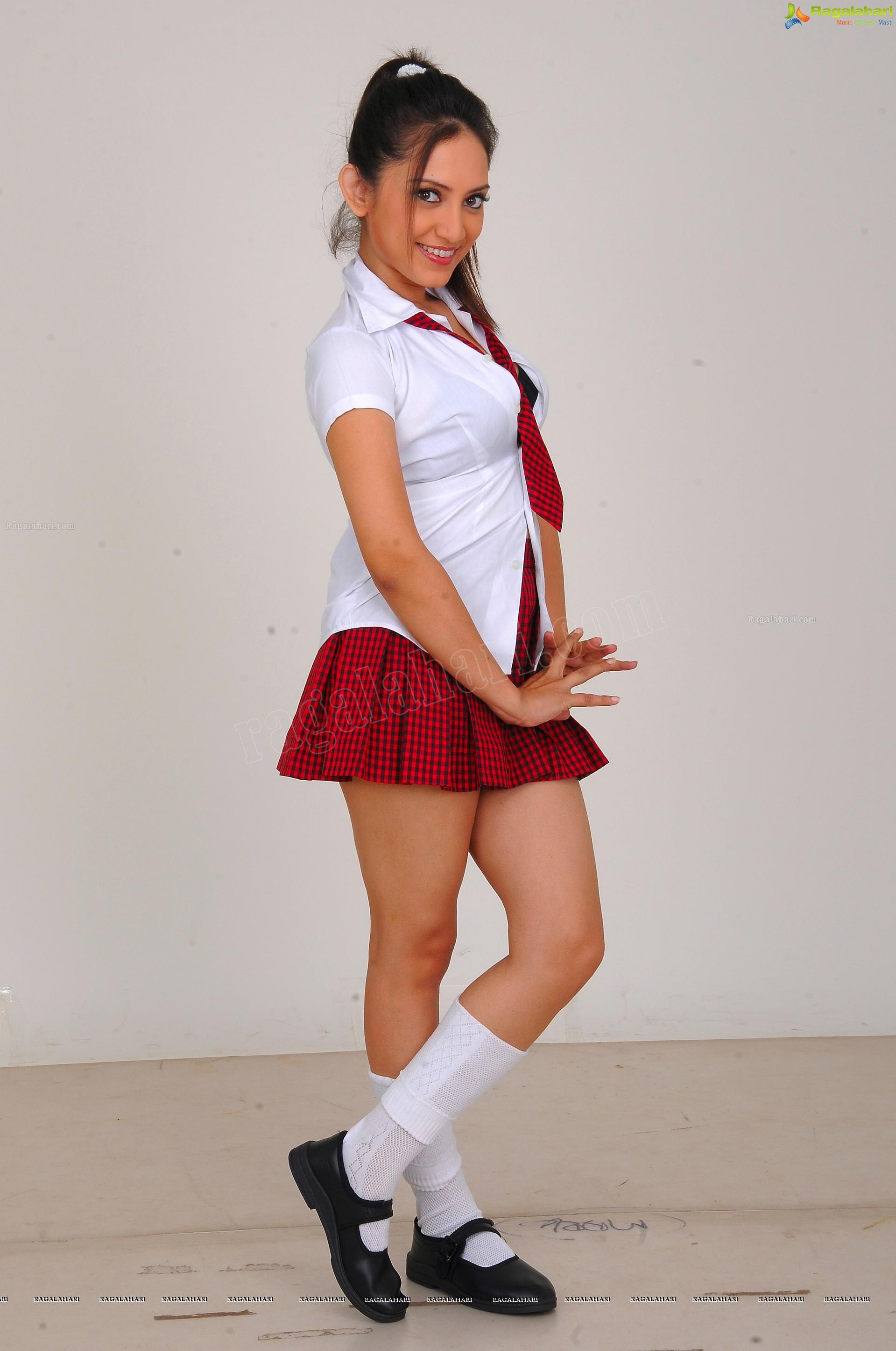 http://img.raagalahari.com/june2013/hd/telugu-heroine-leesa/telugu-heroine-leesa43.jpg