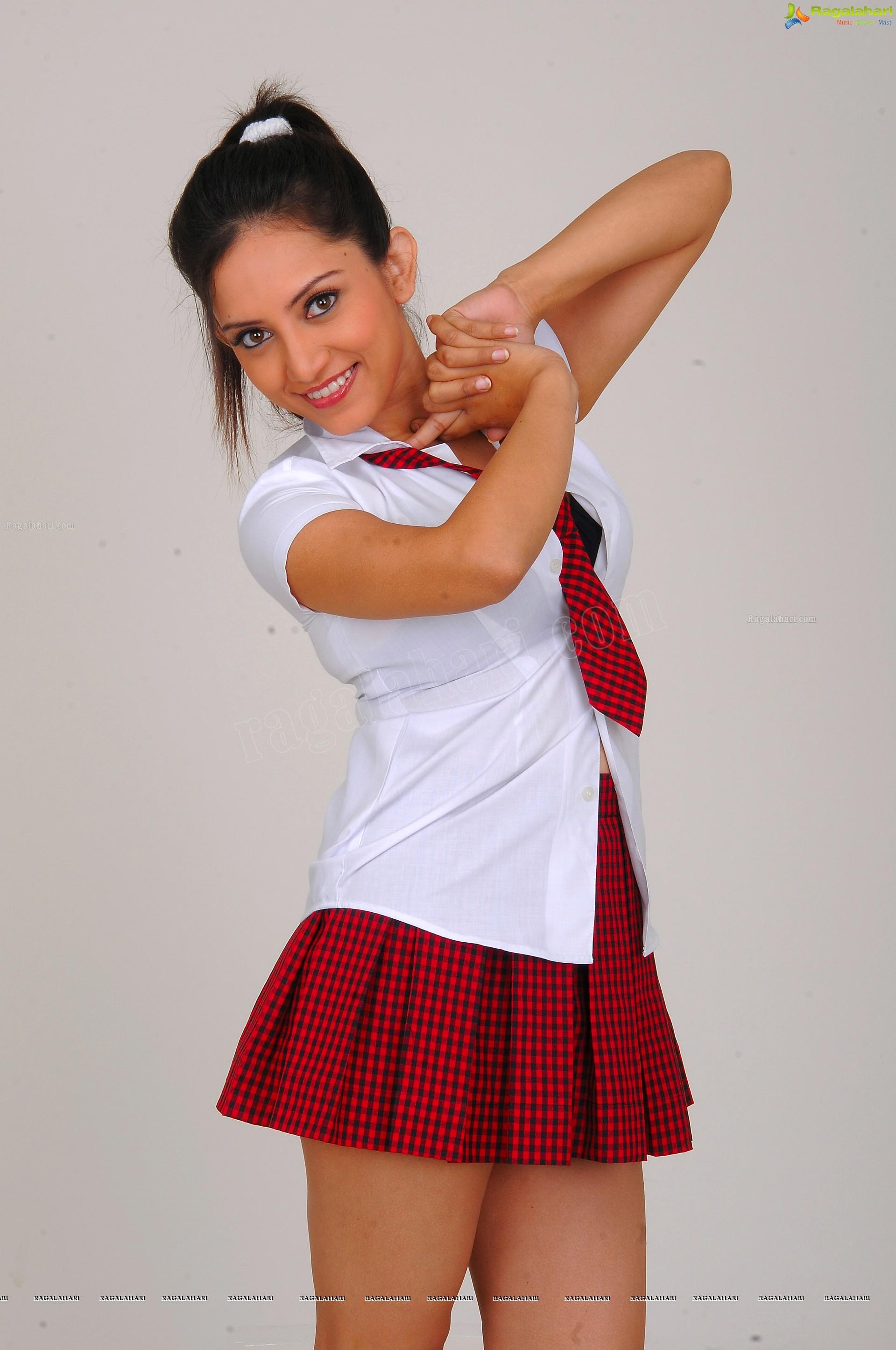 http://img.raagalahari.com/june2013/hd/telugu-heroine-leesa/telugu-heroine-leesa45.jpg