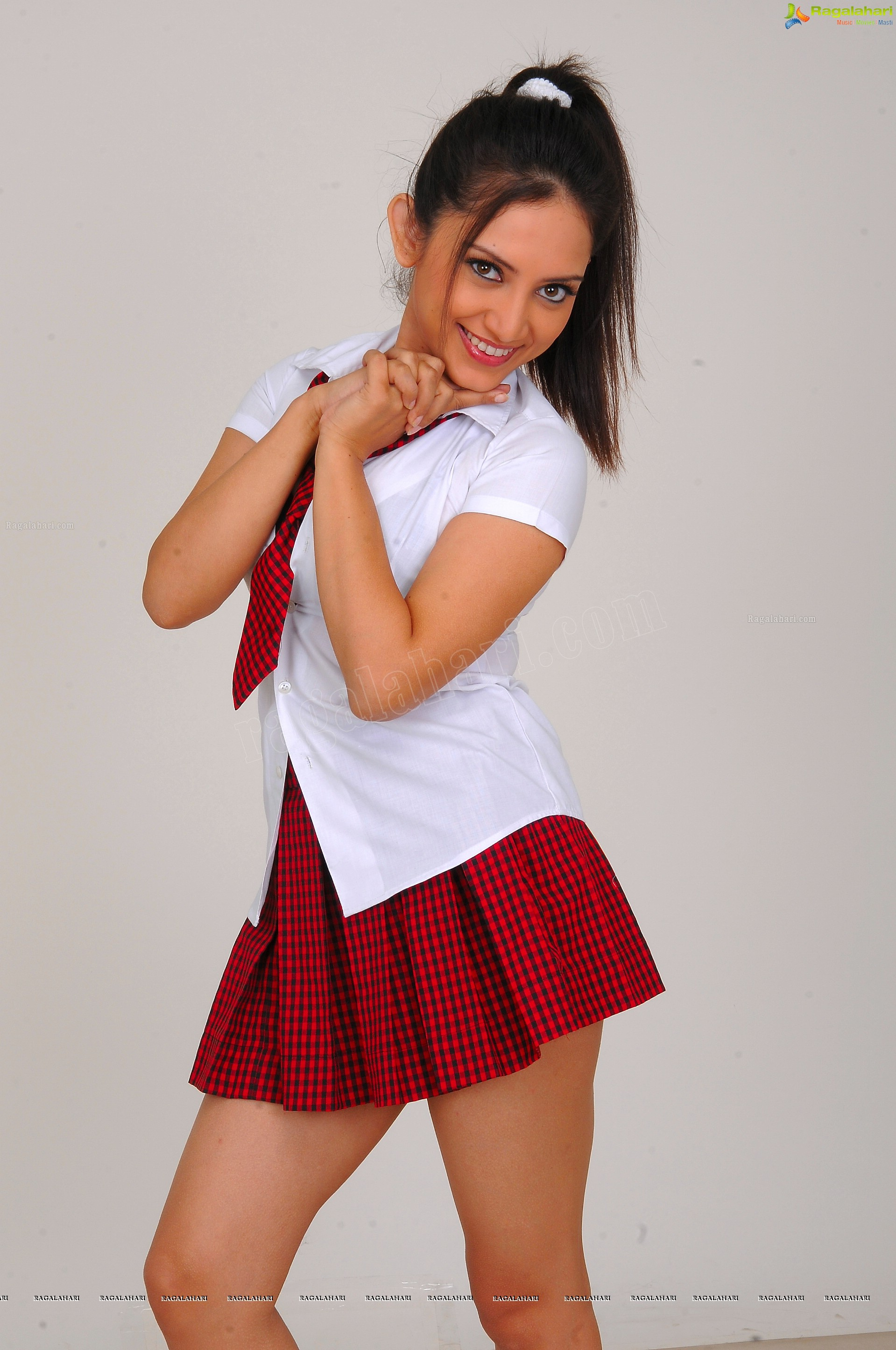 http://img.raagalahari.com/june2013/hd/telugu-heroine-leesa/telugu-heroine-leesa48.jpg