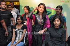 Sneha Launches Dabur Aamla Hair Oil