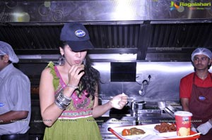 Taapsee visits Venky's XPRS Outlets