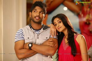 Trivikram's Romantic Entertainer Julayi Movie Gallery