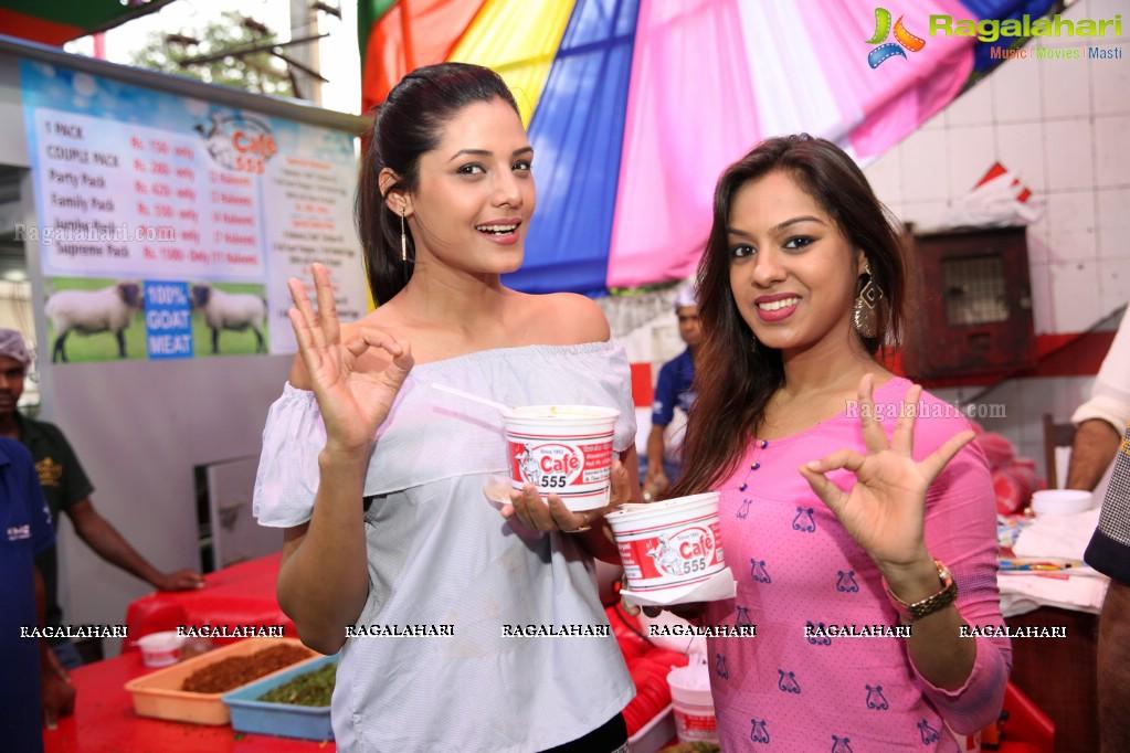 Photos grand launch of season 39 s first haleem at cafe 555 - Miton cucine forum ...